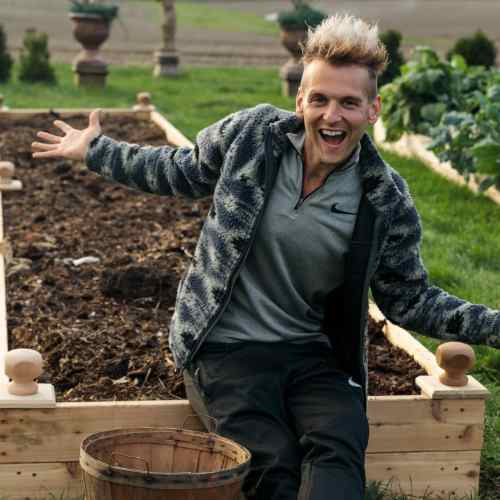 How to Make a Raised Garden Bed | Wyse Guide