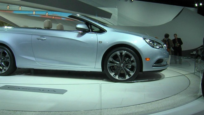 New cars unveiled at auto show_26490
