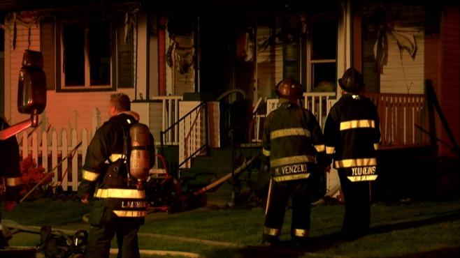 2 injured in Warren house fire_78144
