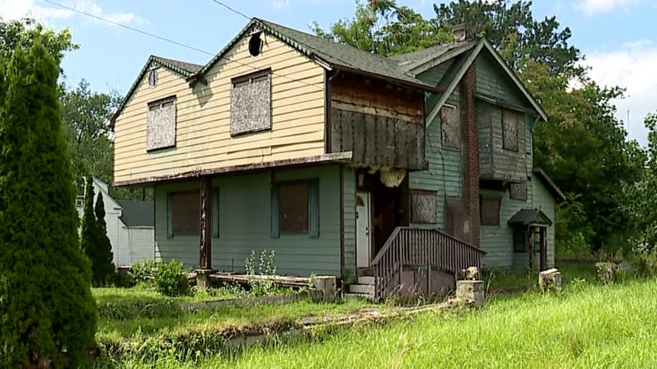 Dilapidated house, negligent landlord, Ferndale Avenue, Youngstown