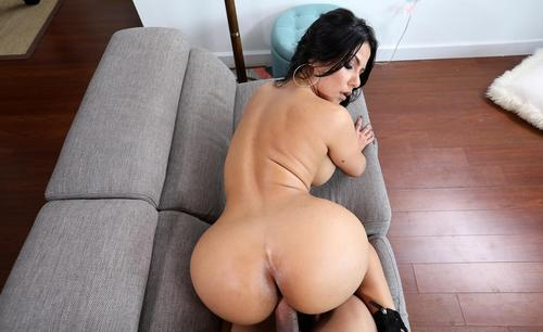 Hot Latina Rose Monroe is fucked in public 2019 HD.