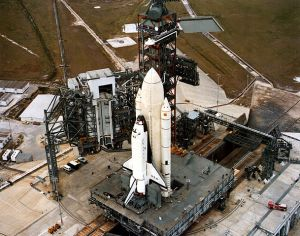 609px-Columbia_STS-1_arrival_at_launch_pad