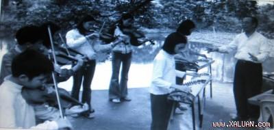 Một lớp học violon của trẻ em làng Báo Đáp