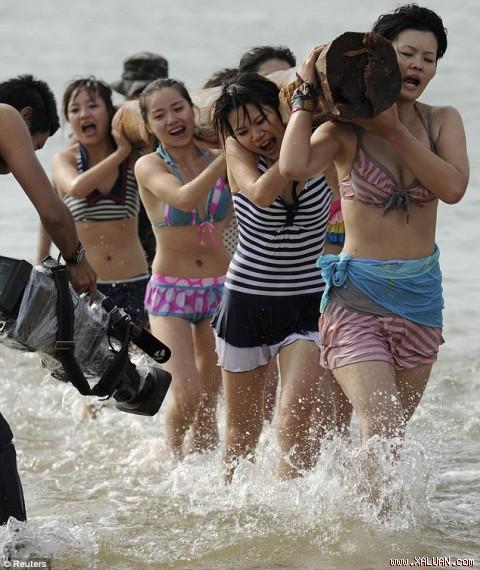 Hoảng hồn với cách huấn luyện vệ sĩ nữ ở Trung Quốc shopping entertainments