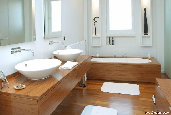 Thay vì đồ nội thất bằng sứ thông thường, chất liệu gỗ tự nhiên sẽ mang đến vẻ đẹp khác lạ và tinh tế cho không gian phòng tắm nhà bạn.