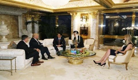 Ivanka Trump góp mặt trong cuộc gặp giữa cha mình và Thủ tướng Nhật Bản Shinzo Abe ngày 17/11