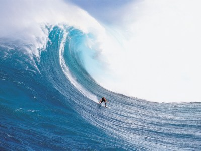 EXTREME BIG WAVE SURFING