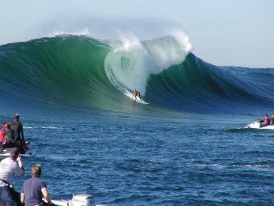 HARDCORE BIG WAVE SURFING