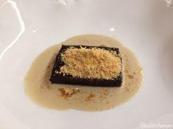 Fondant de chocolate con tierra de limón y crema de vainilla
