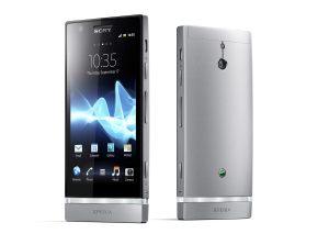 En alu, au design remarquable, c'est le Sony Xperia P.