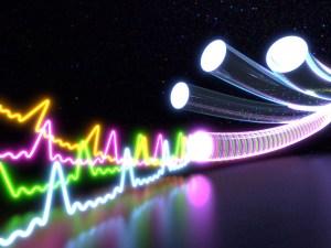 La fibre optique permet des débits presque sans limite. Mais...