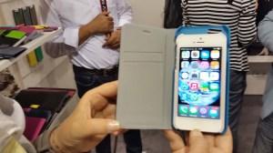 La coque de l'iPhone 6 contient facilement un iPhone 5 avec sa coque...