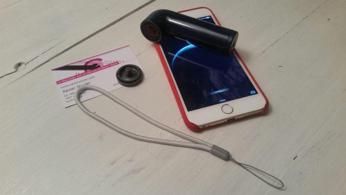 Le HTC RE en compagnie de l'iPhone 6 Plus avec sa dragonne et l'embout se vissant sur le pas de vis pour trépied. Spécialement pour Bruno et Robert. Avec mes compliments.