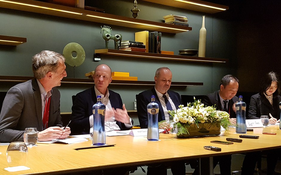 Au centre: Olaf Swantee, CEO de Sunrise et Elmar Grässer, CTO de Sunrise.