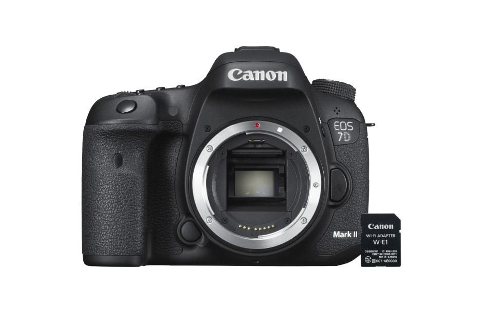 Avec sa carte Wi-Fi SD W-E1, Canon comble le manque le plus incompréhensible de son fameux EOS 7D Mark II.