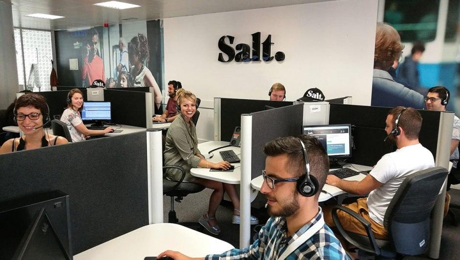 Des employés d'un centres d'appels de Salt.