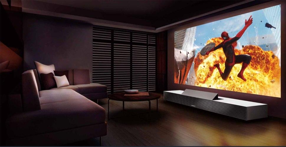 Le projecteur Sony LSPX-W1S peut se plaquer contre le mur de projection.