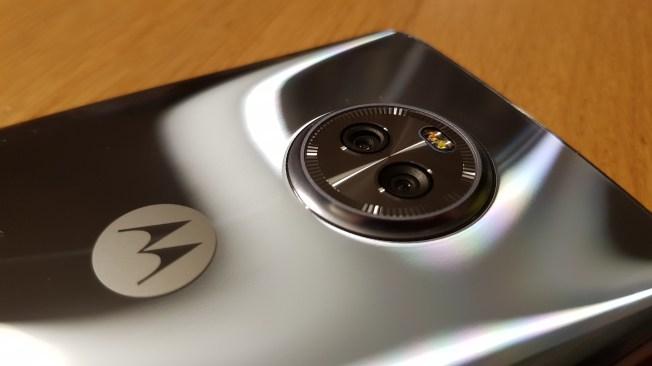 Lenovo Moto X4.