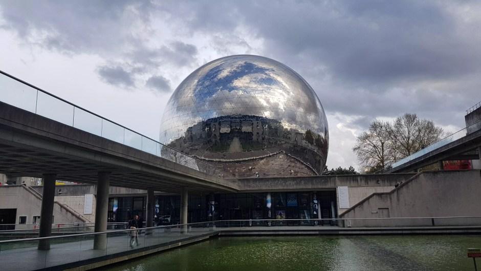 La Géode à la Cité des sciences et de l'industrie de Paris.