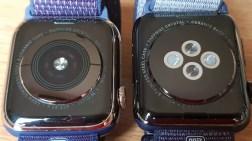 Le dos de l'Apple Watch series 4 cellulaire (à gauche) à côté de la series 3.