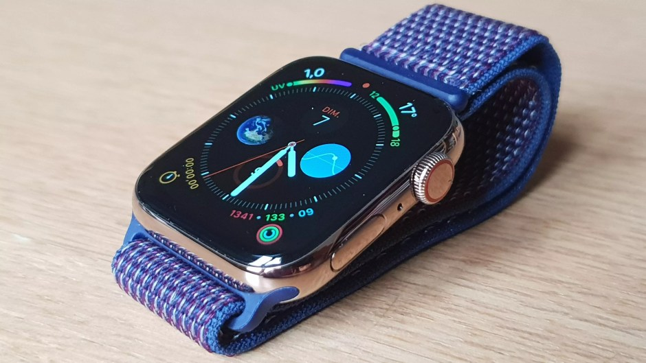 L'Apple Watch series 4 et son bracelet sport.