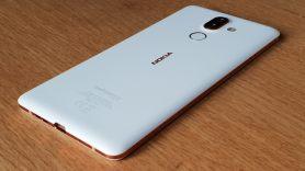 Le Nokia 7 Plus construit sur une base en aluminium.