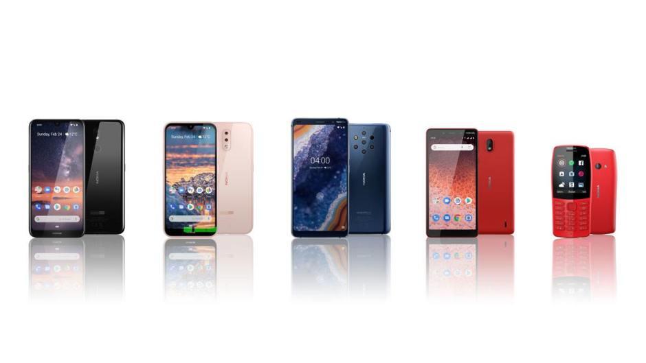 Au centre, le Nokia 9 PureView possède cinq capteurs photo Zeiss !