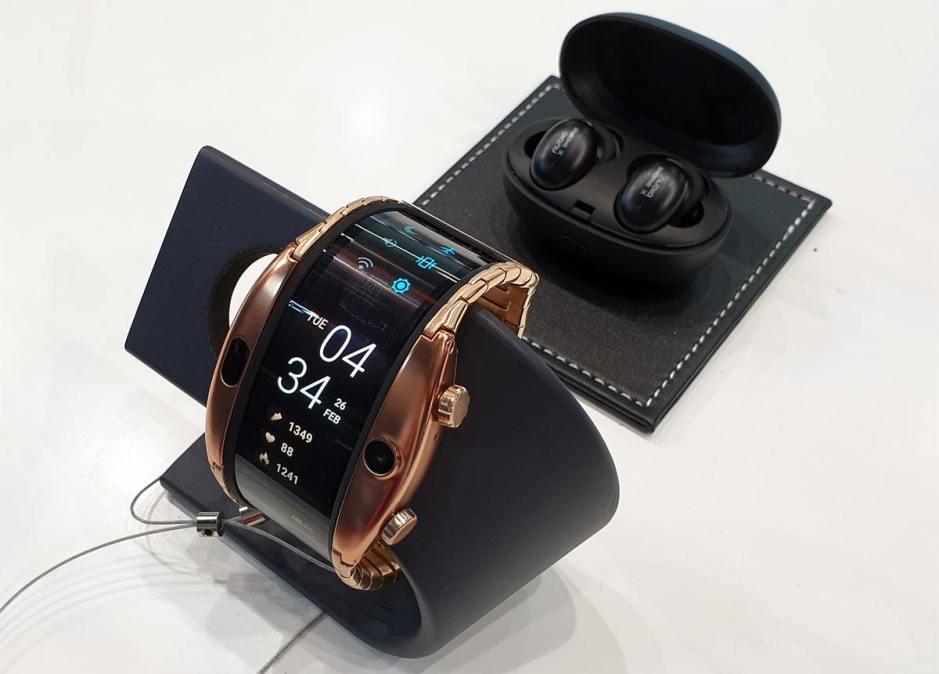 La montre à écran flexible Nubia Alpha.