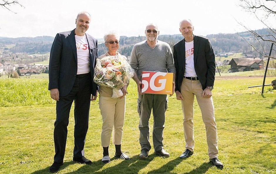 Elmar Grasser, CTO de Sunrise et Olaf Swantee, CEO, encadrent des clients pionniers de la 5G.
