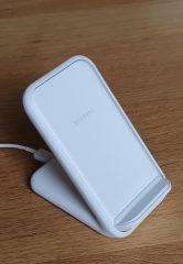 Le support de chargement sans fil de Samsung peut s'utiliser en m ode portrait ou paysage.