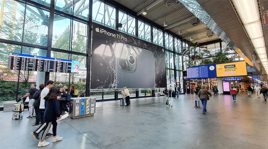 Une affiche géante pour l'Apple iPhone 11 Pro.