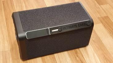 Ultimate Ears Hyperboom: poignée rétractable et connectique dissimulée.