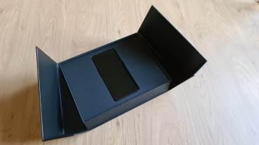 L'Oppo Find X2 Pro Lamborghini Edition dans son écrin.