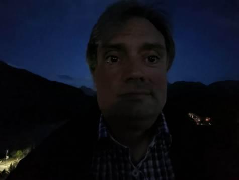 Oppo Find X2 Pro: selfie nocturne.