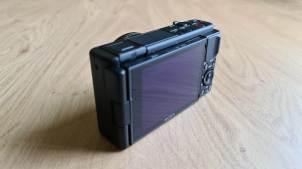 Le Sony Vlog ZV-1 est équipé d'un écran tactile orientable.