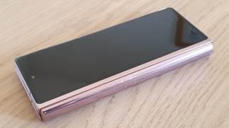 L'écran extérieur du Samsung Galaxy Z Fold 2 5G.
