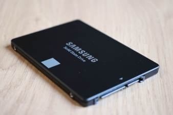 Le Samsung SSD 870 EVO de 2,5 pouces.