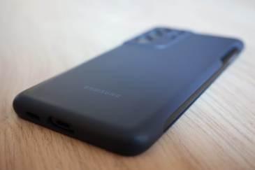 Le Samsung Galaxy S21 Ultra 5G, sa coque et son S Pen.