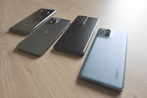 Oppo Find X3 Pro, Samsung Galaxy S21 Ultra, Apple iPhone 12 Pro Max et Huawei Mate 40 Pro.