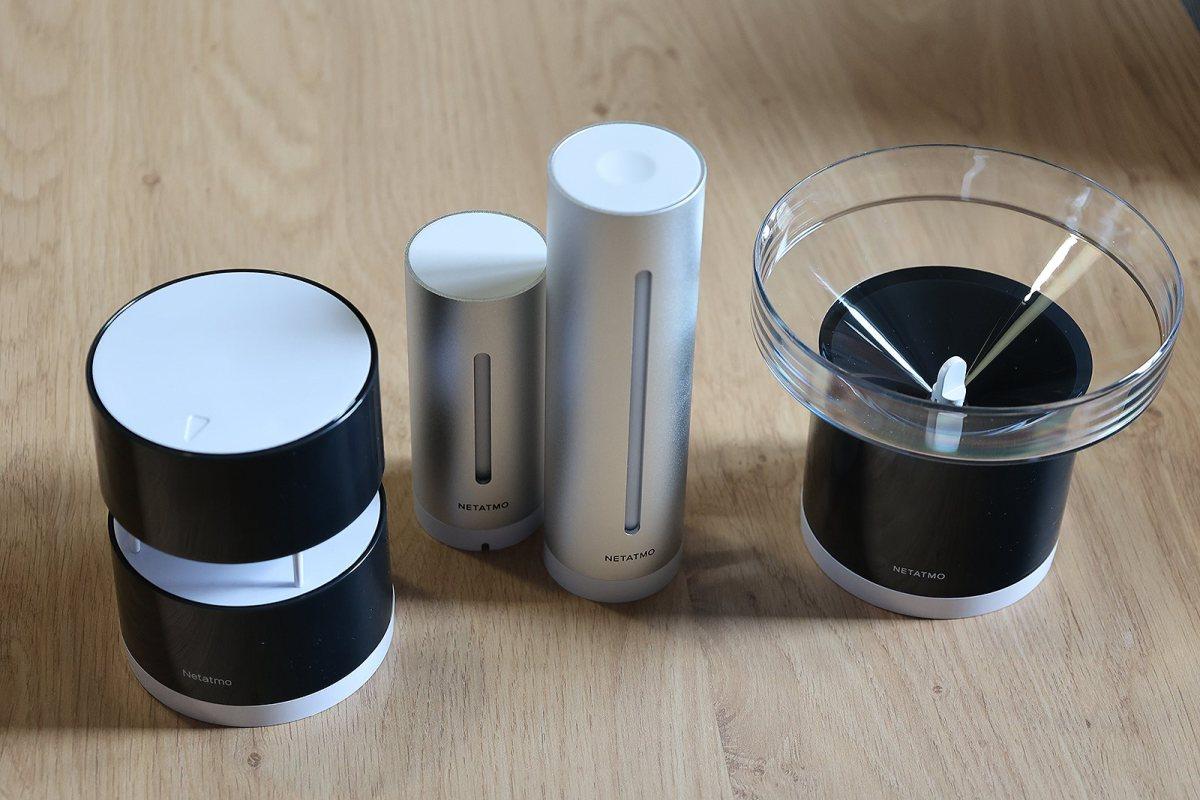 La base: capteurs intérieur, extérieur, anénomètre et pluviomètre.
