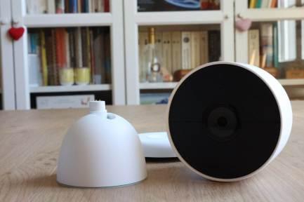 La Google Nest et ses socles.