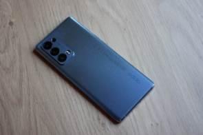 Le subtil bleu de l'Oppo Reno6 Pro 5G.