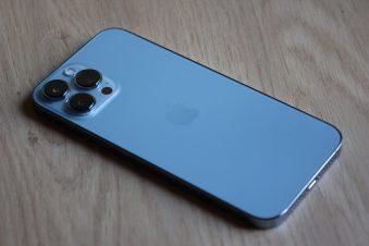 L'Apple iPhone 13 Pro Max bleu alpin.