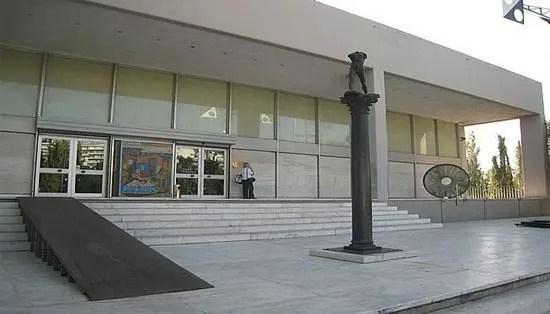 Φίμωση υπαλλήλου λόγω Facebook επιχειρεί η Εθνική Πινακοθήκη!