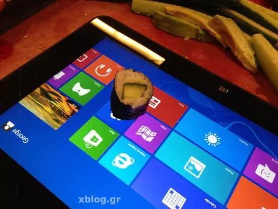 Φτιάχνοντας sushi πάνω σε tablet