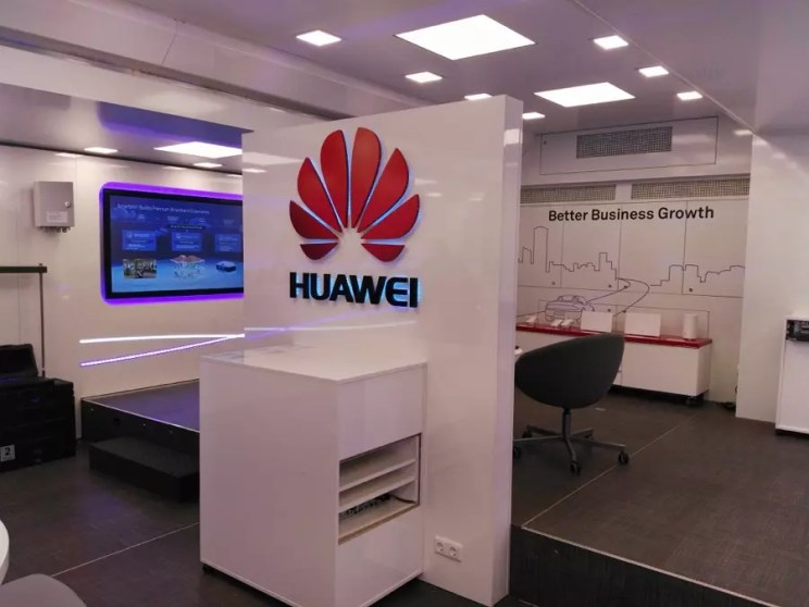 Huawei Road Show Truck in Greece 2018 Βusiness growth
