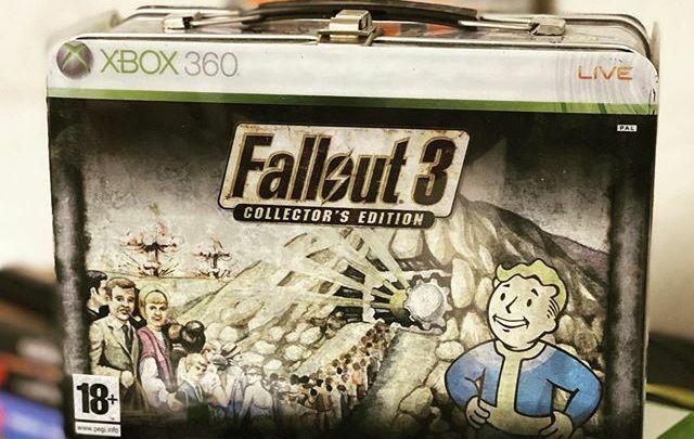 Cette version collector de #Fallout3 sur #Xbox360 était vraiment bien fichue. 😍 #fallout #videogames #Xbox #postapocalyptic #nuclearblast https://t.co/KUWoP2eseZ pic.twitter.com/9BXDXpdBqz
