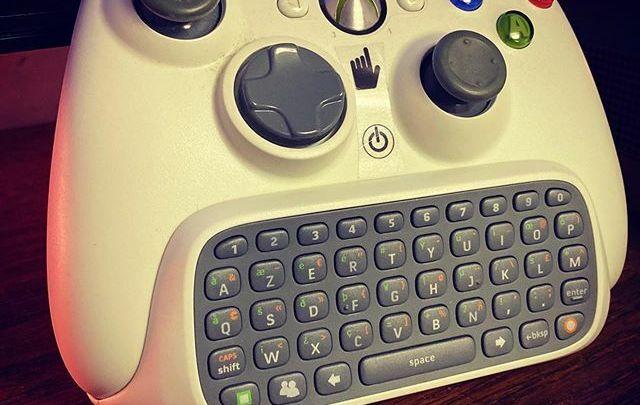 Quand tu es bien équipé pour jouer sur #Xbox360 #manette #Xbox #360 #chatpad #whitecontroller #controller #white #blanc #videogames #collection #collector #keyboard #clavier #tooheavy #troplourd https://t.co/NalT3JjJ1x pic.twitter.com/ZIoqRYx9Zt