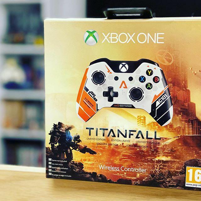 Titanfall Limited Edition Controller #Titanfall #controller #XboxOne #limitededition #manette #collector #collection #instagamer #pegi16 #gamers #players #Xbox #Microsoft #XboxMVP #XboxCommunity #XboxLovesYou #Xboxfr https://t.co/4f9SXxcGdk pic.twitter.com/hMkzFUTJyu