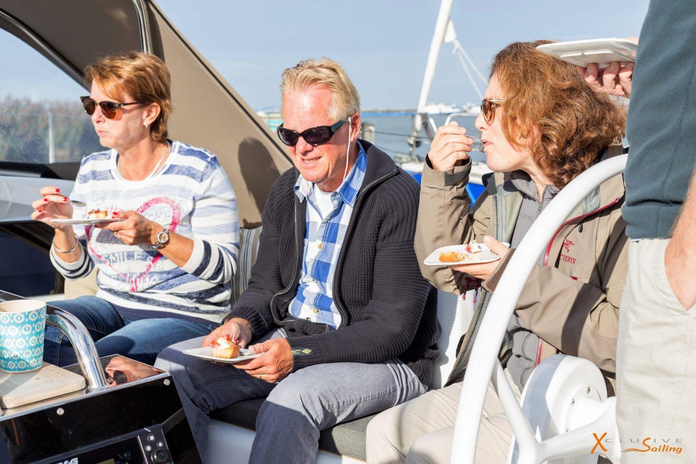 Xclusive Sailing Koffie met gebak